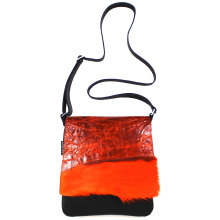jill-en-rose-messengerbag-front-oranje-met-springbok