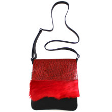 jill-en-rose-messengerbag-front-rood-met-springbok
