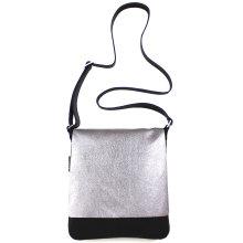 jill-en-rose-messengerbag-front-zilver-recht