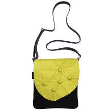 JillenRose-Messengerbag-front-geel-bolletjes